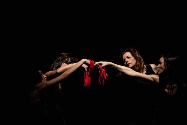 Carmagnola e rosso indelebile l'arte contro la violenza sulle donne