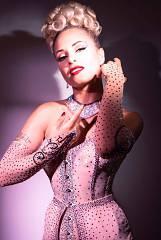 Domina burlesque show