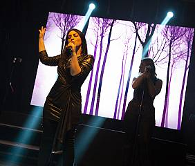 Al pride village  simili laura pausini tribute band